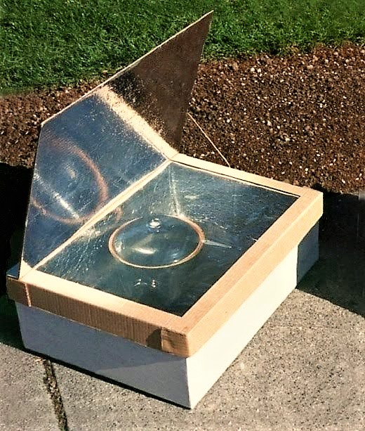 A solar pasteurisation device in the shape of a box with a glass cover and a reflecting interior and folding lid. The water container is put inside the box and heated with solar heat. Source: CAWST (2009)