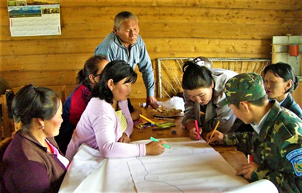 Mongolian community drawing a map of their water resources and water / sanitation related problems Source: CONRADIN (2008)