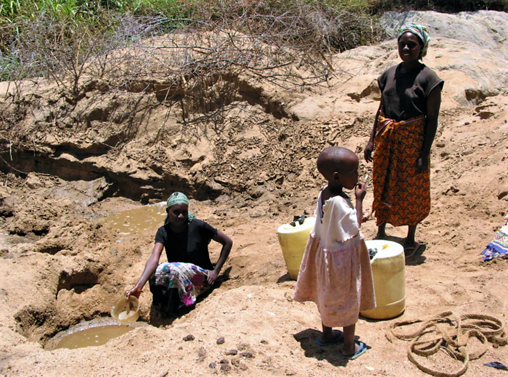 Groundwater abstraction from the riverbed by means of a scoop hole. Kitui District, Kenya. Source: HOOGMOED (2007)