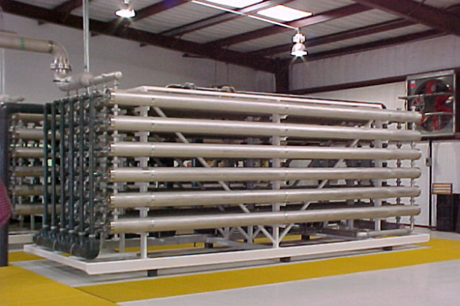Water treatment plant using reverse osmosis for desalination