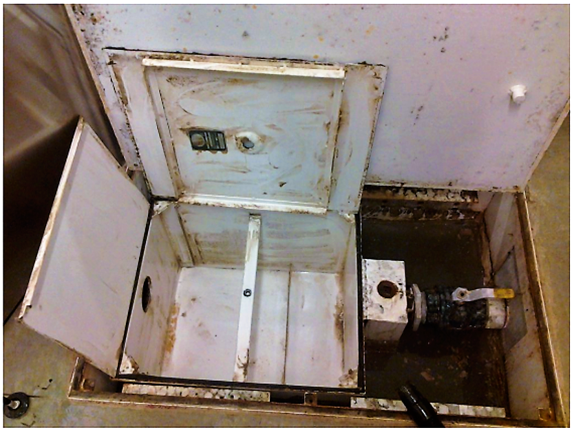 Picture of an open and empty grease trap. Source: SOUTHERN GREEN INC. (2013)