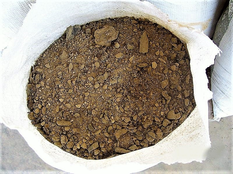 Dehydrated faeces, ready to be used as compost (humanure). Source: SuSanA (2010)