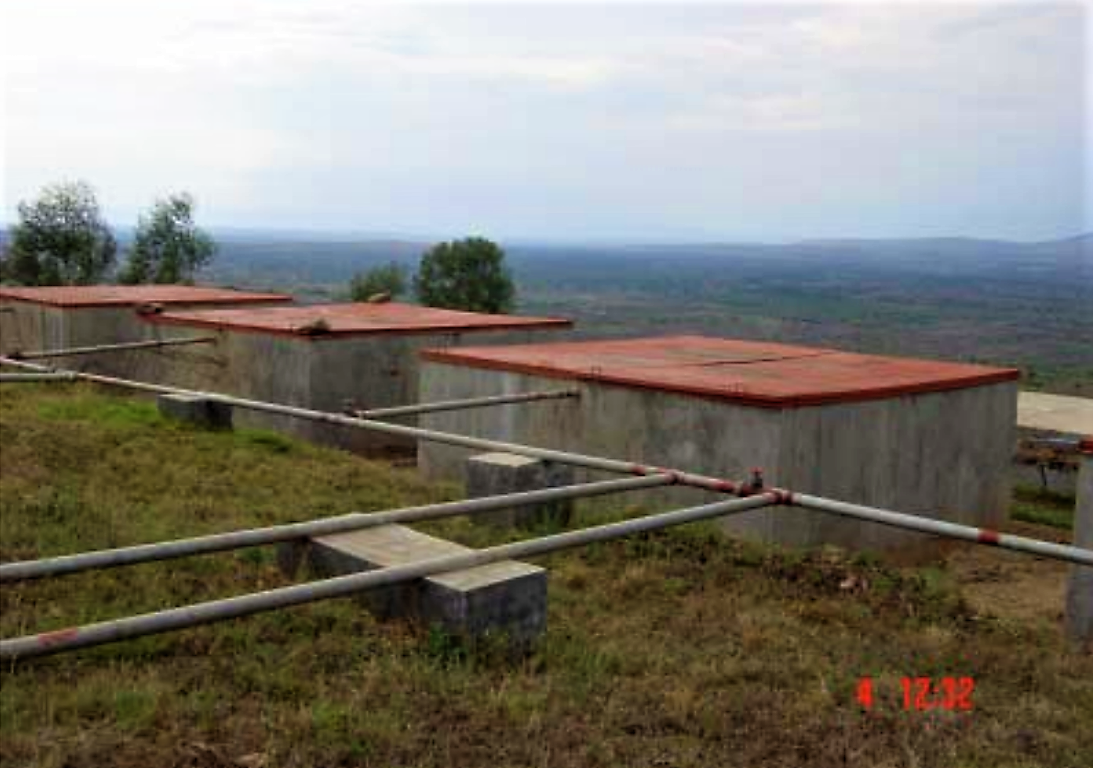 More elaborate slow sand filter constructed with a massive concrete filter chamber.Covered community scale SSFs at Nyabwishongwezi Water Treatment Plant, Umatara, Rwanda. Source: THAMES WATER & UNIVERSITY OF SURREY (2005)