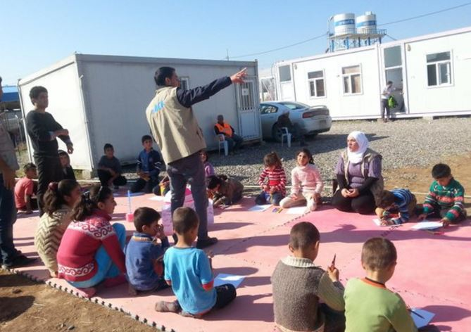 Hygiene promotion session in Kurdistan in Darashakran refugee camp. Source: ACF (2014).