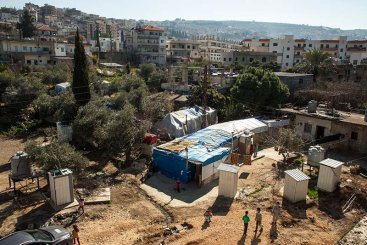 As refugees from Syria push to find spaces for refuge in Lebanon, informal tent settlements have sprung up across the country. This settlement in Akkar, North Lebanon, is home to eight families. Source: DANISH REFUGEE COUNCIL/ JALIL (2015).