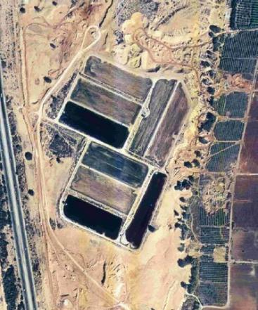 Aerial picture of the Shafdan treatment plant, showing the SAT percolation ponds. Source: LOFTUS (2011)