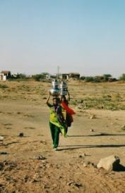 The time women must invest in carrying water over long distances can be reduced through investments into water infrastructure. Source: K. Conradin (2005)